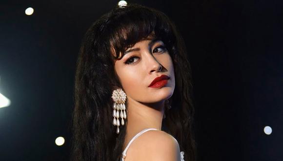 Selena Quintanilla fue una de las cantantes de tex-mex más exitosas de los años 90. Christian Serratos fue elegida para interpretar a la estrella mexicana (Foto: Netflix)