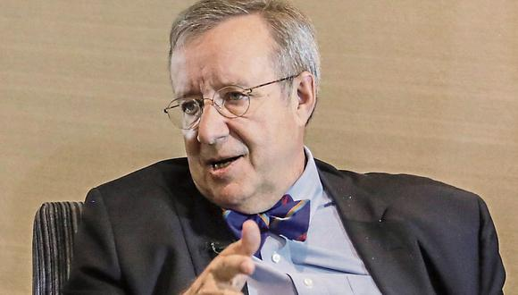 Ilves, de 64 años, es licenciado en Psicología por la Universidad de Columbia. Fue presidente entre el 2006 y el 2016.