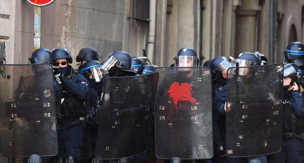 Imágenes del noveno sábado de protesta del movimiento de los chalecos amarillos en Francia. (AFP)