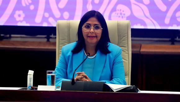 La vicepresidenta de Venezuela, Delcy Rodríguez, presenta durante un acto oficial la Ley Antibloqueo, una propuesta del presidente Nicolás Maduro, hoy, en la Habana (Cuba). (Foto: EFE/ Ernesto Mastrascusa).