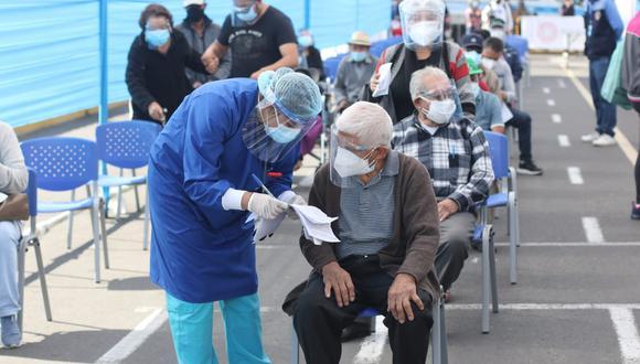 Los adultos mayores podrán ser inoculados con mayor fluidez en la Ciudad Blanca. (Foto: Eduardo Barreda)