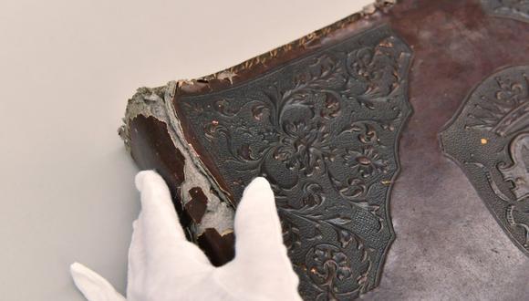 Albúm hecho con piel humana en el Museo Estatal Auschwitz-Birkenau (Polonia). (Foto: www.auschwitz.org)
