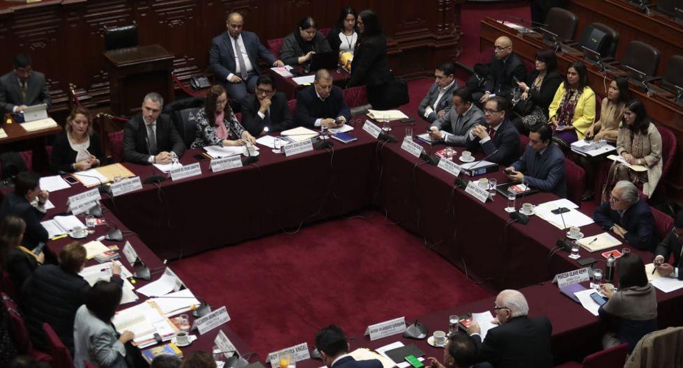 La Comisión de Constitución tuvo un breve debate antes de invitar a Salvador del Solar y Vicente Zeballos a la sesión. (Foto: Hugo Pérez / GEC)