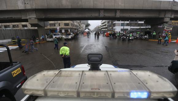 Liberan las trece cuadras de la avenida Aviación, en La Victoria, cerradas el lunes 17 de junio. (Foto: Violeta Ayasta)