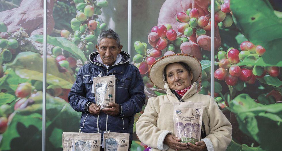 Julia Medrano y Juan Rivanero representan a 20 adultos mayores de Pensión 65 que ven en el café una oportunidad de generar más ingresos (Foto: Cafelab.pe)