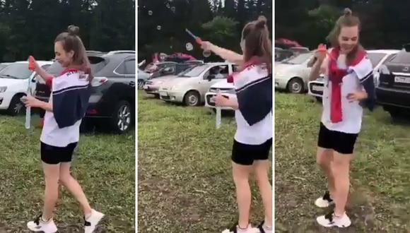 Una joven casi sufre un accidente al realizar algo tan inofensivo como soplar burbujas. (Foto: theCHIVE en Facebook)