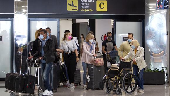 Las clasificación de los niveles de riesgo de viaje de los CDC son distintas a las que tiene el departamento de Estado, que a los factores relacionados con la pandemia puede añadir otros como la seguridad. (Foto: JAIME REINA / AFP)