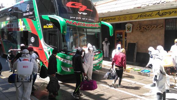 Los pasajeros fueron alojados en cinco diferentes hoteles y permanecerán aislados hasta cumplir la cuarentena por 15 días.