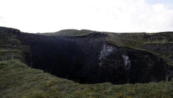 Hundimiento de tierra crea un gigantesco cráter en Inglaterra