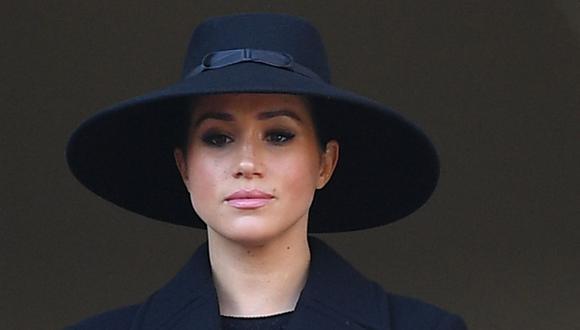 Meghan, duquesa de Sussex, observa desde un balcón mientras asiste a la ceremonia del Domingo del Recuerdo en el Cenotafio de Whitehall, en el centro de Londres (Reino Unido), el 10 de noviembre de 2019. (Daniel LEAL-OLIVAS / AFP).