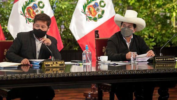 El presidente del Consejo de Ministros, Guido Bellido, y el presidente Pedro Castillo comparecen en una conferencia de prensa el pasado agosto. (Foto: Archivo/Twitter PCM).