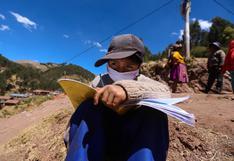 Aislados de la educación: niños cusqueños se las ingenian para estudiar en el cerro de su comunidad