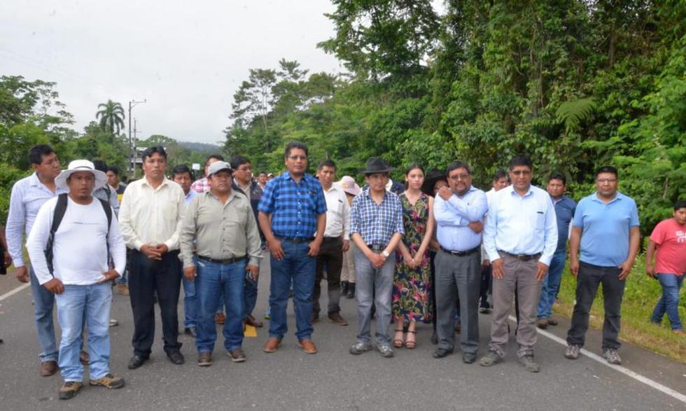 Desde ayer, unos 500 agricultores cocaleros del distrito de San Gabán, en la provincia de Carabaya (Puno), bloquean el tramo comprendido entre los kilómetros 240 y 249 de la vía Interoceánica (Foto: cortesía)