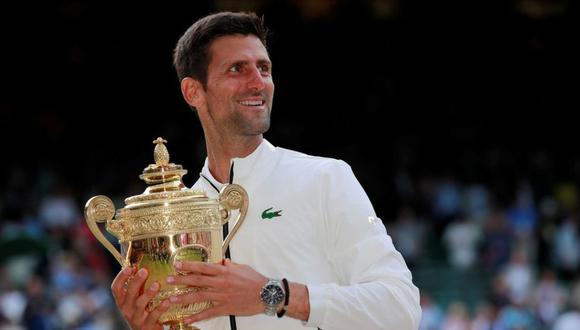 Novak Djokovic (en la imagen) se impuso a Roger Federer en la final de Wimbledon. (Foto: Reuters)