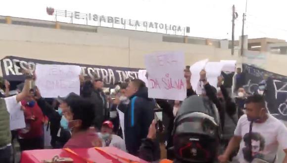 Hinchada de Alianza Lima no respetó distanciamiento social en protesta contra el equipo de Salas