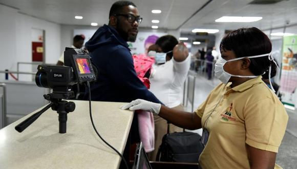 El Gobierno nigeriano aseguró haber reforzado los controles sanitarios en puntos de entrada al país, como los aeropuertos. (AFP)