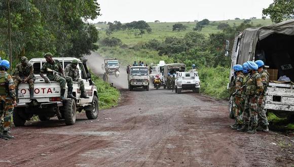 Soldados de la ONU aseguran una carretera cerca del lugar donde fue asesinado el embajador de Italia en República Democrática de Congo, Luca Attanasio. (EFE / EPA / STR).