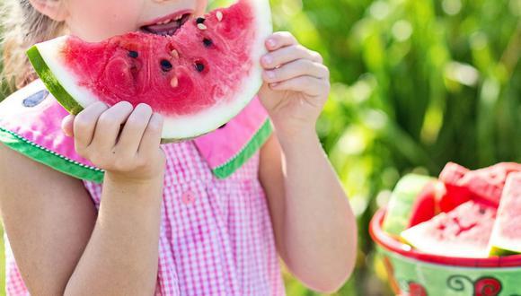 Si te ven comiendo bien a ti, es probable que ellos te imiten y también elijan comida saludable. (Foto: Pixabay)