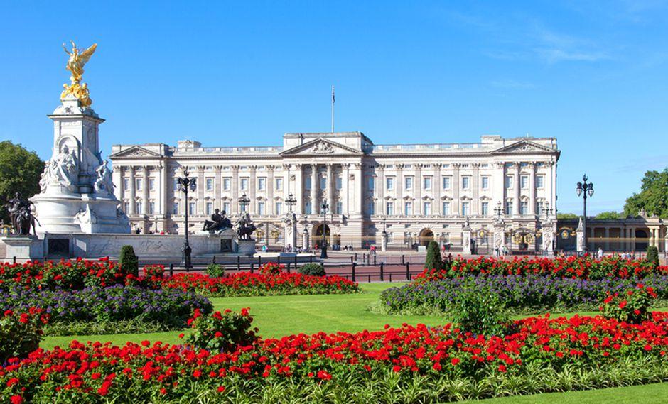 El Palacio de Buckingham, ubicado en Londres, es la residencia de trabajo de la Reina Isabel y el Duque de Edimburgo. Sin embargo, van al Castillo de Windsor la mayoría de los fines de semana, mientras que cada agosto y septiembre, durante el verano, la pasan en el Castillo de Balmoral, en Escocia. (Foto: Shutterstock)