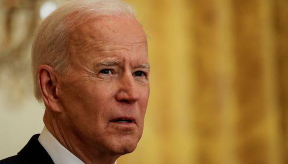 El presidente de Estados Unidos, Joe Biden, habla con los reporteros mientras realiza su primera conferencia de prensa formal en el Salón Este de la Casa Blanca en Washington, Estados Unidos, el 25 de marzo de 2021. (REUTERS/Leah Millis).