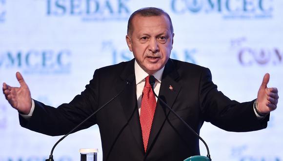 """""""Nadie te presta atención. Todavía tienes una faceta de aficionado, empieza por remediar eso"""", dijo Erdogan en alusión a Macron. (Foto: AFP)"""