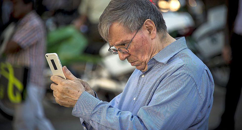Uso indiscriminado de Smartphones puede traer graves consecuencias en la salud. (Foto: AFP) | Referencial