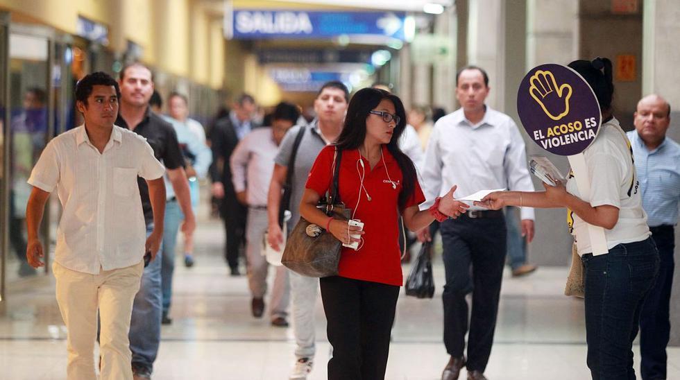 Wendy Sulca y Raffaella Camet contra el acoso en Metropolitano - 4