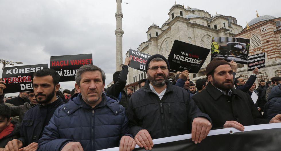 Turquía | Musulmanes del mundo se manifestaron denunciando la masacre perpetuada por Brenton Tarran en la mezquita de Al Noor de Christchurch en Nueva Zelanda. (AP)