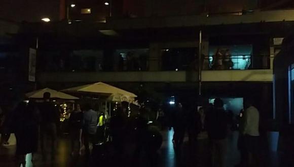 Miraflores: apagón en centro comercial Larcomar causó temor