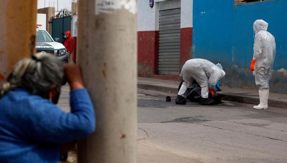 La falta de oxígeno medicinal y la saturación de varios centros médicos hacen temer que la ciudad boliviana repita las escenas del año pasado, cuando se podían ver cuerpos regados por las calles producto del colapso sanitario. (Foto: Archivo AFP)