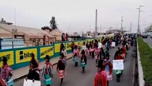 El tránsito en varias cuadras de la ciudad se ha paralizado a causa de la gran cantidad de manifestantes. (Foto: Captura/Canal N)