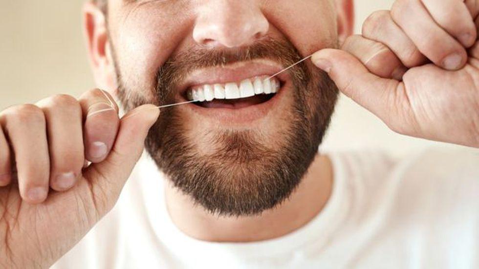 Cuidar tus dientes es importante para ellos y para el corazón.  (Foto: Getty Images)