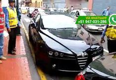 Choferes de autos oficiales no acatan normas de tránsito