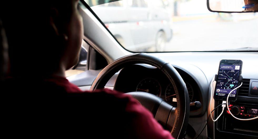 Dos conductores, uno que trabaja mediante taxi tradicional y otro por aplicativo, realizaron un experimento para ver las ganancias que registraron, durante la llamada hora punta en Lima.