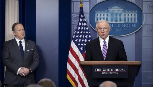 El exfiscal general de Estados Unidos, Jeff Sessions, pidió durante su gestión que las ciudades se sumarán al gobierno para detener a los indocumentados. (EFE)