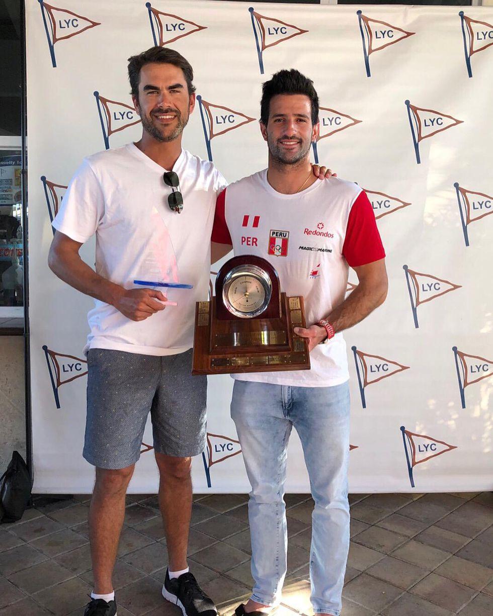 Stefano Peschiera recibiendo el premio ganado en Estados Unidios.