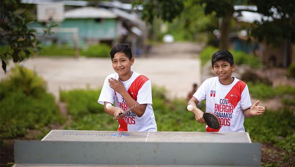Eliú y Edward en pleno juego. Ellos son parte de los 6.000 niños que recibieron talleres de ping pong en Satipo. El sábado 23 regresaron de Brasil.