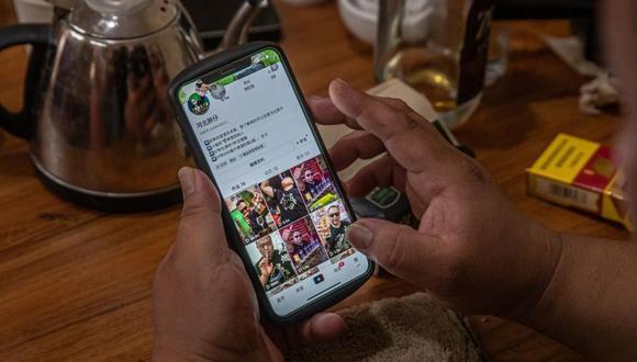 """Douyin, que dispone también de microblogs, prevé incorporar en breve la """"búsqueda en vídeo"""". (Foto: Roman Pilipey / EFE)"""