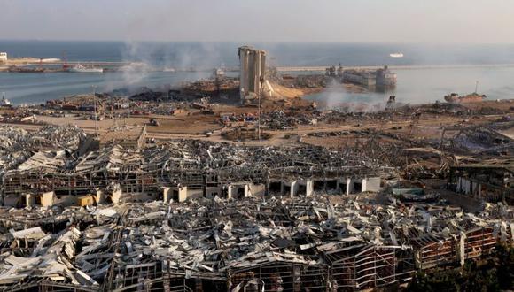 Una vista general muestra el daño en el lugar de la explosión del martes en el área del puerto de Beirut, Líbano. (Foto: REUTERS / Mohamed Azakir).
