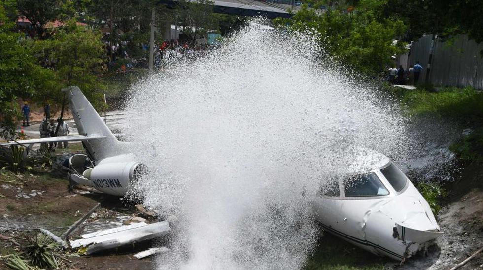 Jet ejecutivo de EE.UU. se sale de la pista en Tegucigalpa. (Foto: AFP)