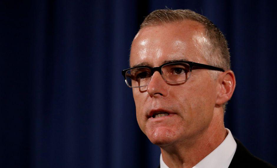 """El ex subdirector del FBI Andrew McCabe dijo que """"podría haberse cometido un delito"""" cuando el presidente Donald Trump despidió al director de la agencia. (Reuters)"""