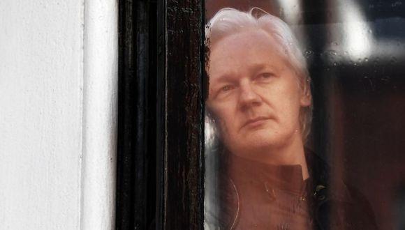 Julian Assange en el banquillo de los acusados, por Farid Kahhat. (AFP)