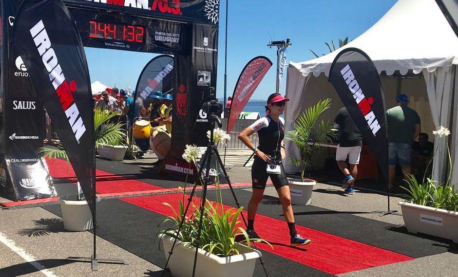 Nuestra compatriota Andrea Castillo se consagró como Campeona Gneral del Ironman 70.3-2017 celebrado en Punta del Este. (Foto: Álvaro García de Objetivo.pe)