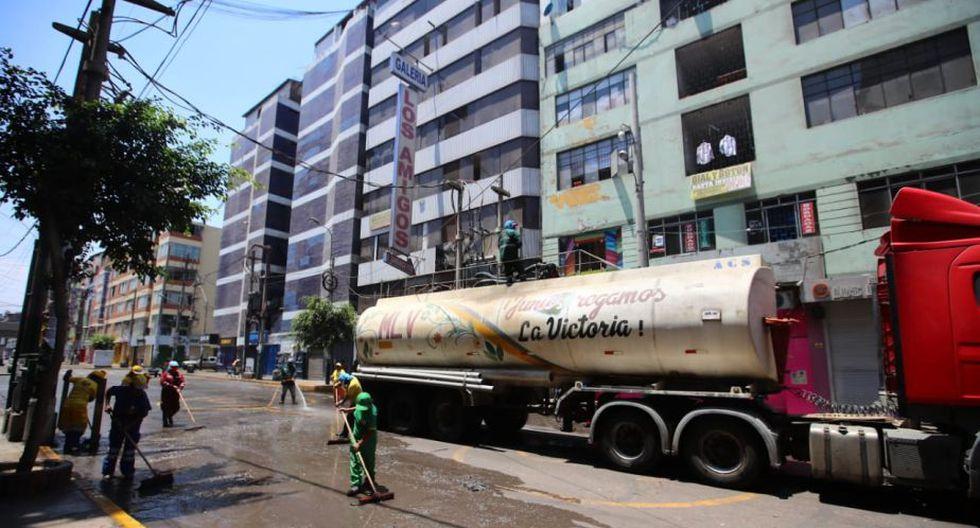 Trabajadores realizan la limpieza de las calles. (Foto: Giancarlo Ávila)