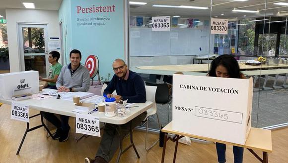 Connacionales residentes en Canberra y Sídney, Australia, ejercen su derecho a voto en las Elecciones generales de Perú de 2021. (Foto: Twitter Cancillería Perú).