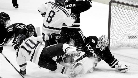 La lesión del jugador, que afortunadamente fue tratada a tiempo, provocó la suspensión inmediata del partido de hockey sobre hielo. (Foto: Pixabay/Referencial)