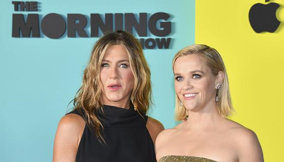 "Jennifer Aniston y Reese Whiterspoon deslumbran en la premier de ""The Morning Show"". (Foto: AFP)"