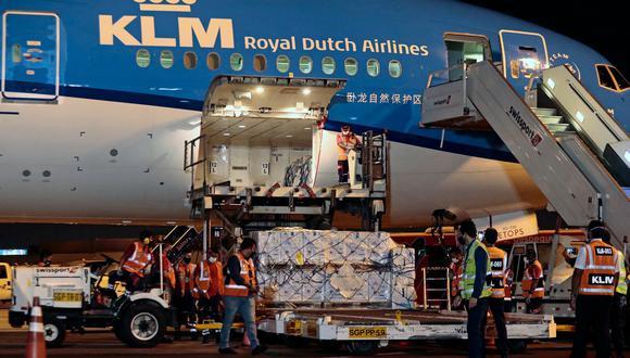 Las primeras 117 mil 500 dosis de Pfizer, vía Covax Facility, llegaron esta noche al país. (Foto: Presidencia del Perú)