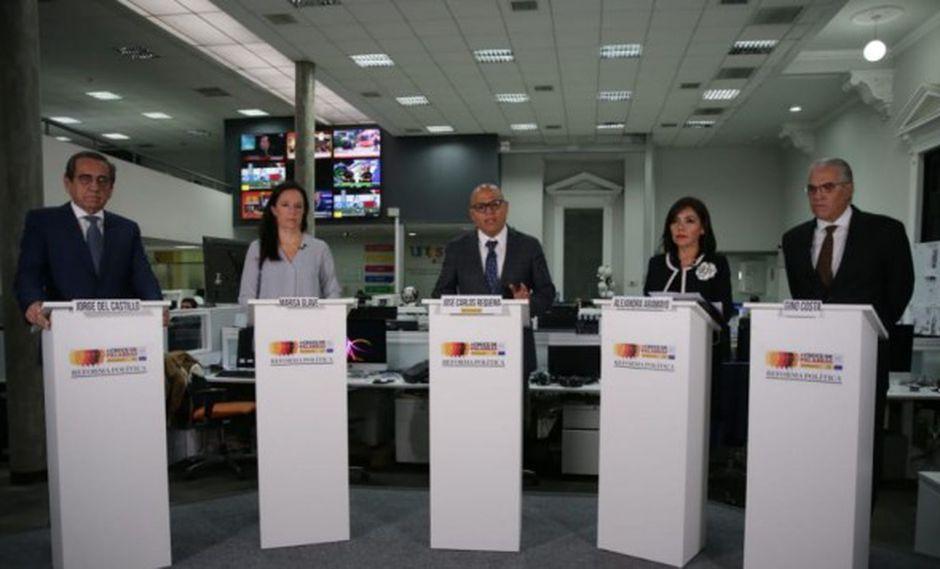 Del Castillo (Partido Aprista), Glave (Nuevo Perú), Aramayo (Fuerza Popular) y Costa (Bancada Liberal) participaron en el debate moderado por José Carlos Requena, editor central de Política de El Comercio.