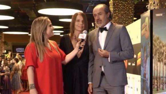 """Carlos Alcántara y su esposa (al centro) en el avant premiere de """"Asu Mare 3"""" realizado en Lima."""